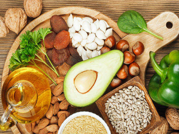 Những loại vitamin cần thiết cho sức khỏe 'vòng 1' - ảnh 1